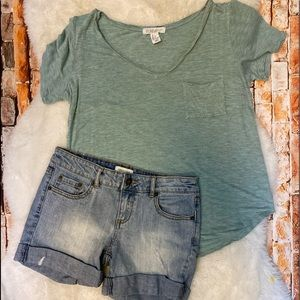 Women's 2-Piece Shorts Outfit. Size 25.